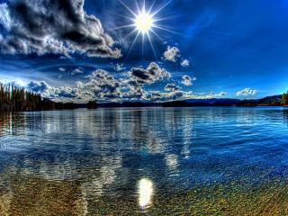 обои Голубое озеро под солнцем фото