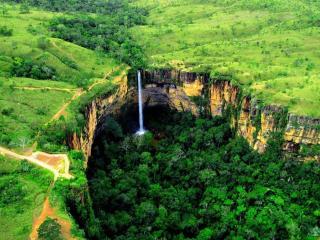 обои Водопад в Национальном парке Шапада Гимараес. Бразилия фото