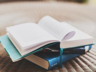 обои Три книги со стихами фото