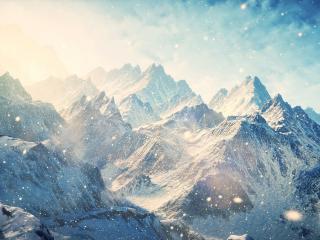 обои Снегопад в остроконечных горах фото