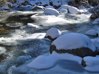 обои Зимний ручеек,   в солнечный зимний день фото
