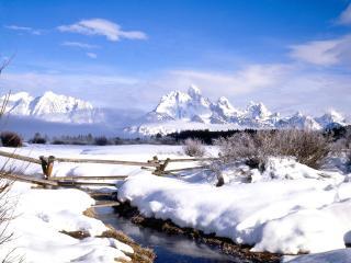 обои Зимний ручей в горах,   у забора фото