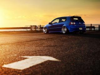 обои Синий Volkswagen у залива фото