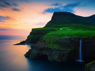 обои Живописный берег с полоской водопада фото
