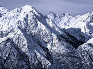 обои Снежные величественные горы фото