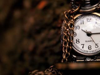 обои Кварцевые часы с толстой цепью фото