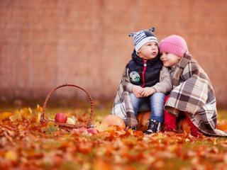 обои Дети и осень фото