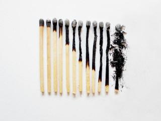 обои Все стадии сгоревшей спички фото