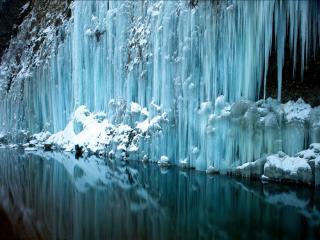 обои Голубой замёрзший водопад фото