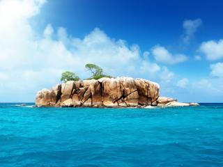 обои Каменный островок в океане фото