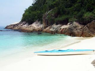 обои Укромный пляжный уголок в тропиках фото
