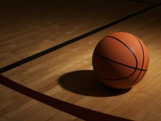 обои Мяч на баскетбольной площадке фото