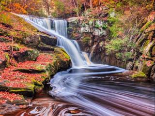 обои Водопад в осеннем лесу фото