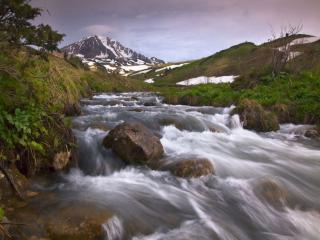 обои Быстрый горный ручей фото