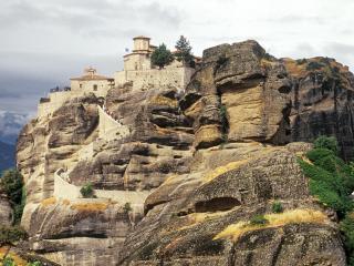 обои Замок на каменной горе фото