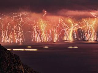 обои Молнии во время шторма на острове Икария фото