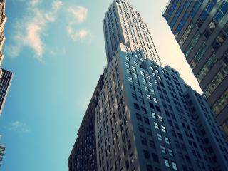 обои Величие небоскребов на фоне неба фото