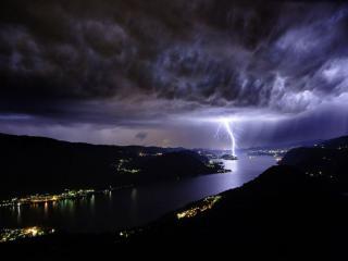 обои Гроза над озером Орта в Италии фото