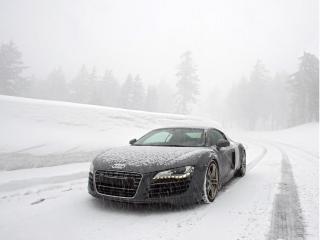 обои Черный Audi остановился под снегопадом фото