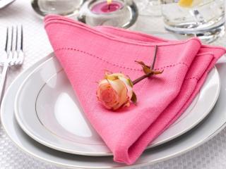 обои Розочка на розовой салфетке фото