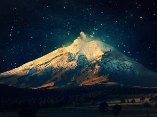 обои Проснувшийся ночью вулкан фото