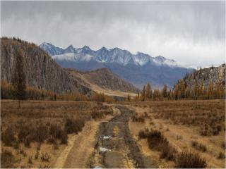 обои Дорога в горной долине фото