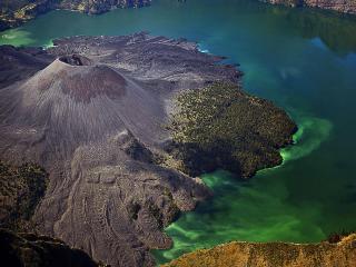 обои Индонезия,   остров Ломбок,   действующий вулкан Mount Rinjani (Ринджани) фото