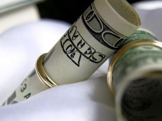 обои Доллары в золотых кольцах фото