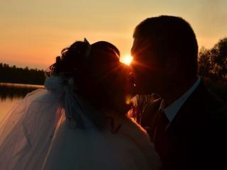 обои для рабочего стола: Жених,   невеста и закат
