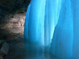 обои Свет через замёрзший водопад фото