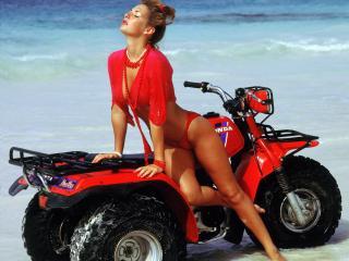 обои для рабочего стола: Девушка на квадроцикле у моря