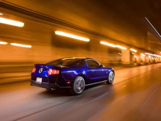 обои Ford - Mustang - 2010 в тоннеле фото
