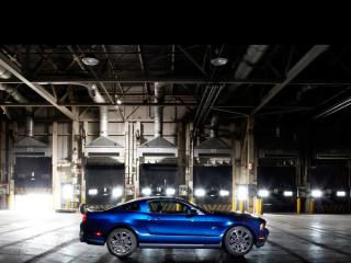 обои Ford - Mustang - в урбанистическом пейзаже фото