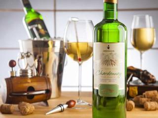 обои Шардоне — классический сорт белого винограда и одноимённое сортовое вино фото