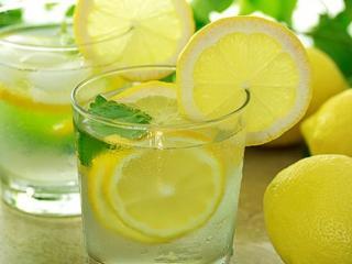 обои Лимоны и лимонный напиток фото