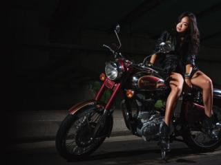 обои Девушка на мотоцикле фото