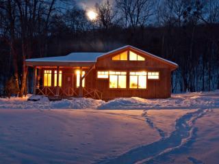 обои для рабочего стола: Дачный дом,   вечер,   зима,   тропинка
