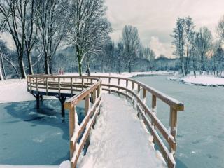 обои Мост на зимней реке фото