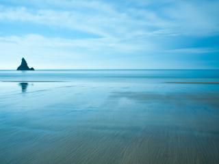обои Голубизна морского берега фото
