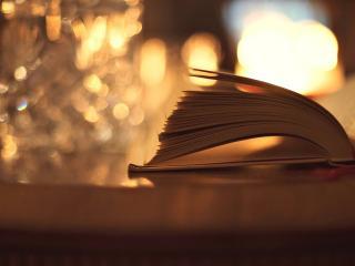 обои для рабочего стола: Открытая книга на фоне бликов