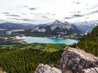 обои Озеро в отрогах гор фото