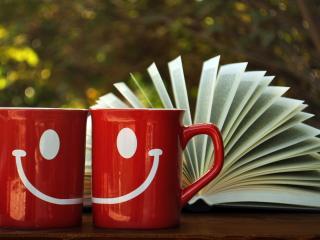 обои Веселые кружки и книга фото