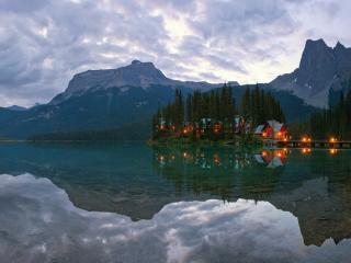 обои Ночь надвигается на горное озеро фото