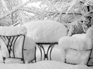 обои Занесенное снегом место отдыха фото