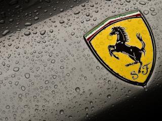 обои Логотип Ferrari в каплях воды фото
