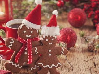 обои Печенье человечки и новогодние шары фото