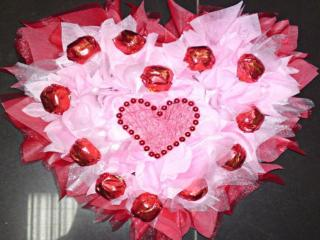 обои для рабочего стола: Композиция из конфет - С Днём Влюблённых