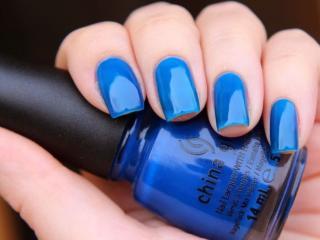 обои Маникюр - Голубой лак для ногтей фото