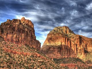 обои Две горы под свинцовым небом фото