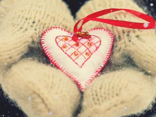 обои Милая валентинка на мягких рукавицах фото